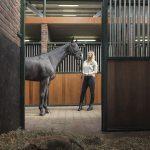 Vrouw met haar paard